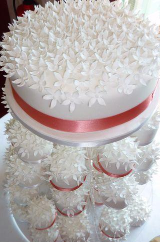 Individual mini blossom wedding cakes 2