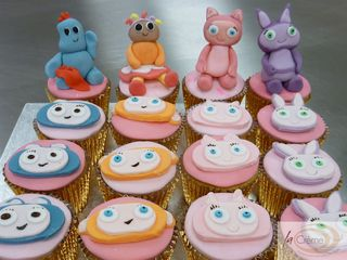Character cup cakes S