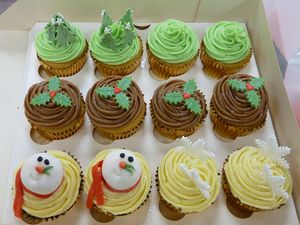 12 Christmas Cup Cakes