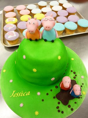 Peppa Pig Birthday Cake and cup cakes