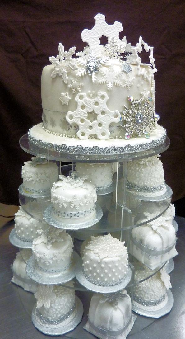 Individual winter wedding cakes la creme patisserie blog top tier with individual winter wedding cakes junglespirit Images