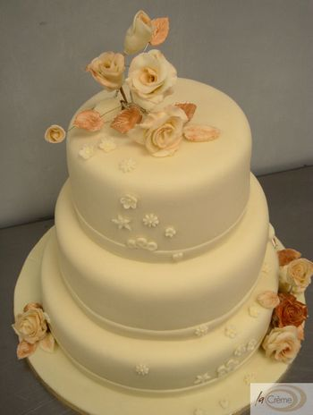3 tier ivory wedding cake 2