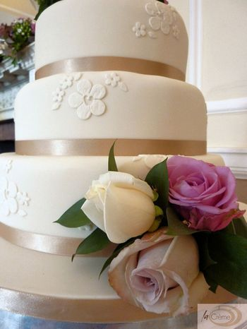 Ivory 3 tier wedding cake 2s